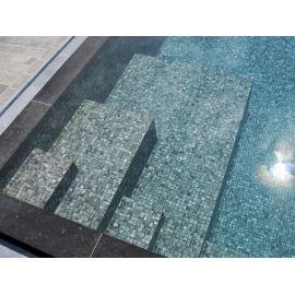 Мозаика Zen Tigrato - вход в бассейн.