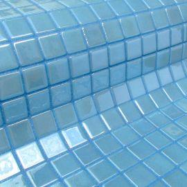 Глянцевая мозаика Vanadium Metal голубого цвета производства Ezarri.