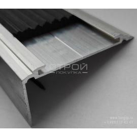 Вставку из термоэластопласта можно купить и легко поменять самостоятельно, выдвинув из пазов противоскользящего алюминиевого порога-угла «Премиум 50».