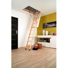 Трехсекционная лестница Fakro LWK Plus впишется в любой интерьер загородного дома.