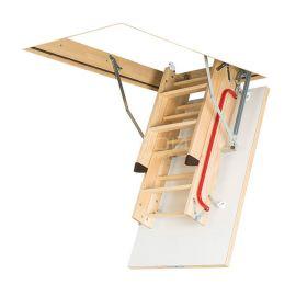 Трехсекционная лестница Fakro LWK Plus в сложенном виде.