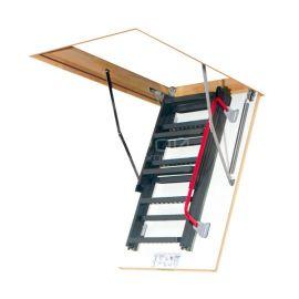 Чердачная лестница с люком Fakro LMK с сложенными сегментами.