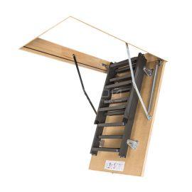 Чердачная металлическая лестница LMS с сложенными лестничными маршами.