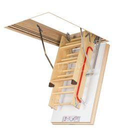 Fakro LWT Thermo с открытым люком и сложенной лестницей.