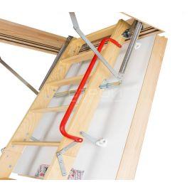 Чердачная лестница Fakro LWT Thermo имеет поручень для удобства поднятия и спуска.