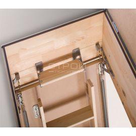 Вид сверху на дополнительную ступень LXT для короба чердачной лестницы Fakro.