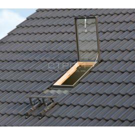 Окно люк на крышу WGI откидывающийся на верхних петлях на угол до 120° и фиксирующийся в трех положениях.