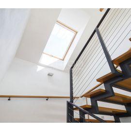 Освещение пролетов лестницы с помощью двухкамерного мансардного окна FTS-V U4, FTP-V U4, FTP-V U5 Thermo, FTU-V U5 Thermo, PTP U4, PTP-V U4, PTP-V U5.