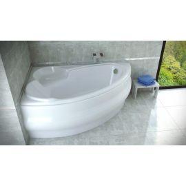 Угловая ванна в маленькой ванной Finezja Nova Besco в интерьере.