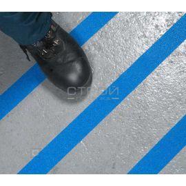 Голубая противоскользящая лента на скользком полу