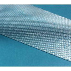Прозрачная противоскользящая лента на голубой плитка для бассейна.