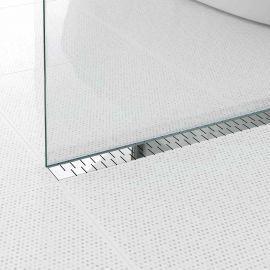 Водоотводящий желоб Alpen Medium в интерьере с  глянцевой декоративной решеткой.