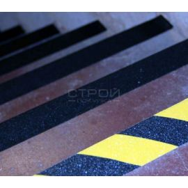 Черная лента Мельхозе на лестничных ступенях
