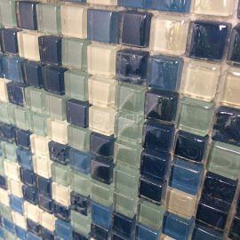 Микс из голубых и белых чипов мозаики DGS037