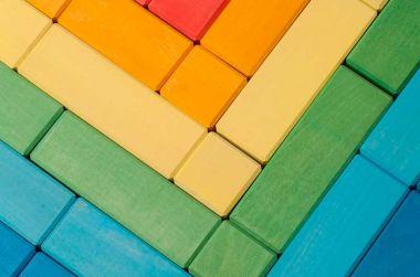 Как покрасить деревянные кубики в больших количествах?