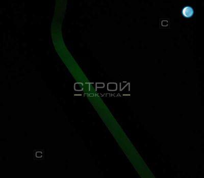Черная лента с фотолюминесцентной полосой в полной темноте