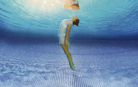 Мозаика Zen Bluestone в бассейне под водой