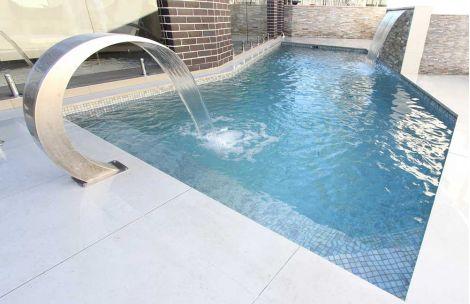 Мозаика Stone Mix Iris использована для облицовки бассейна