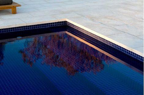 Мозаика 2543-D цвета индиго в бассейне