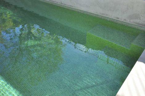 Мозаика Iris Green Pearl в уличном бассейне
