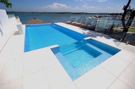 Мозаика Stromboli коллекции Vulcano с перламутровой поверхностью идеальный вариант для бассейна.