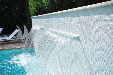 Белая мозаика Teide коллекции Vulcano с перламутровой поверхностью для бассейна, спа-зон, душевых.