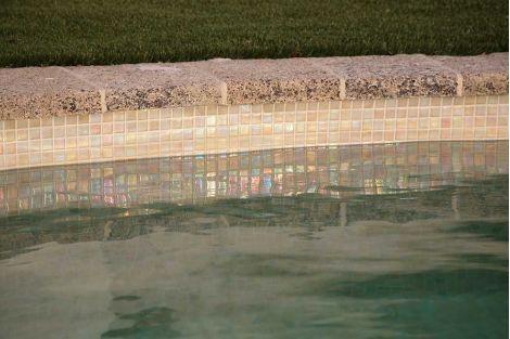 Мозаика Iris Arena вид бассейна сверху на бортике бассейна