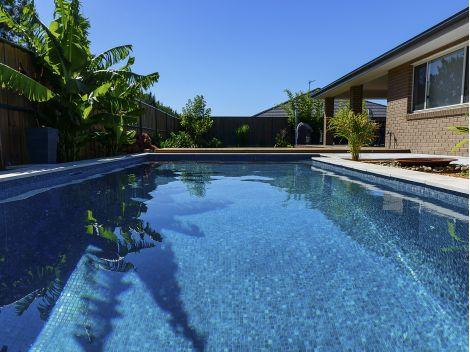 Мозаика Zen Dolerite в бассейне