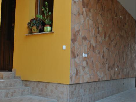 Сочетание двух цветов дикого камня Кипрус и Андок