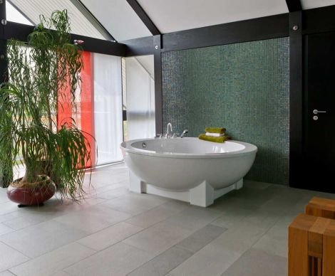 Мозаика Iris Green Pearl в интерьере ванной