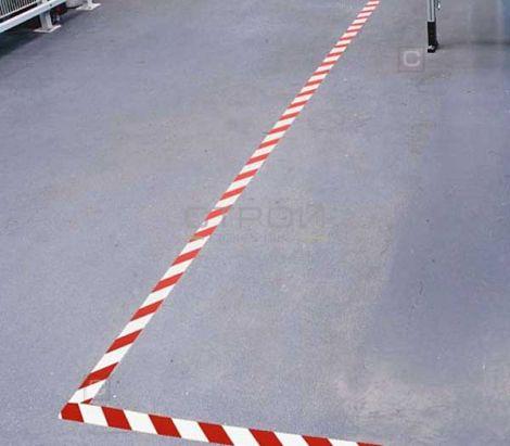 Лента самоклеющаяся красно-белая против скольжения на складе