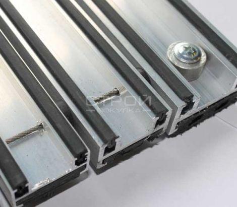 Обратная сторона  грязезащитного покрытия на алюминиевом профиле