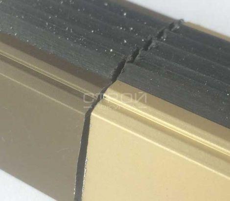 Образец профиля АНУ38 с анодированным покрытием. Сфотографировано в офисе.