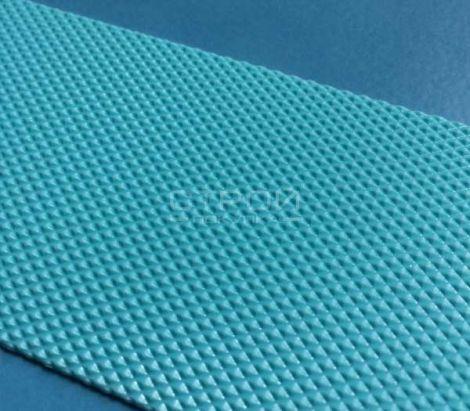 Голубая антискользящая лента на голубой плитка для бассейна.