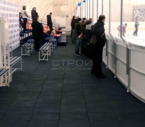 Тротуарная плитка из резиновой крошки на штрафной площадке хоккейной команды.