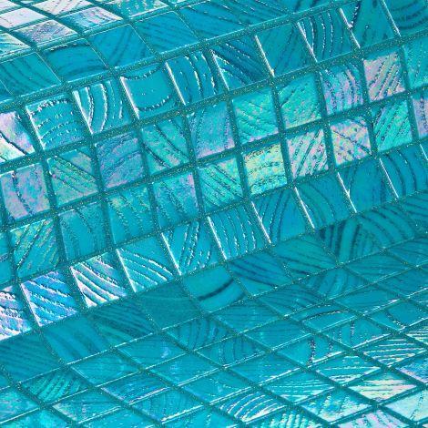 Мозаика Fuji коллекции Vulcano с перламутровой поверхностью.