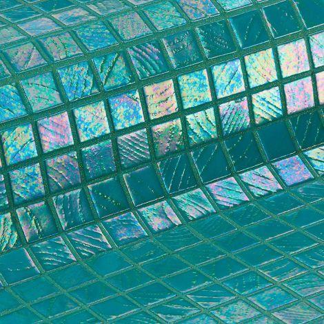 Мозаика Irazu коллекции Vulcano с перламутровой поверхностью.
