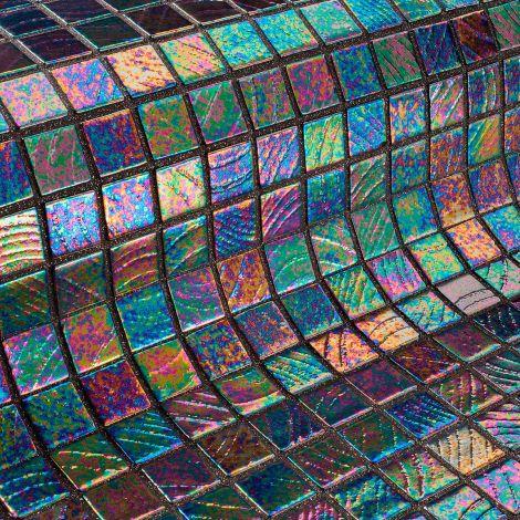 Мозаика Vesubio коллекции Vulcano с перламутровой поверхностью.