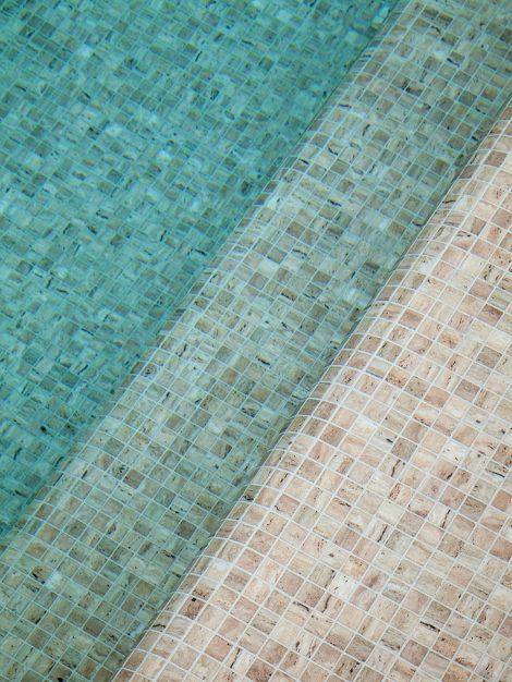 Мозаика Zen Travertino - укладка в бассейне.