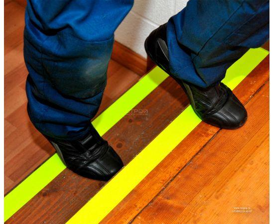 Флуоресцентная-желтая   самоклеющаяся лента противоскользящая шириной 5 см