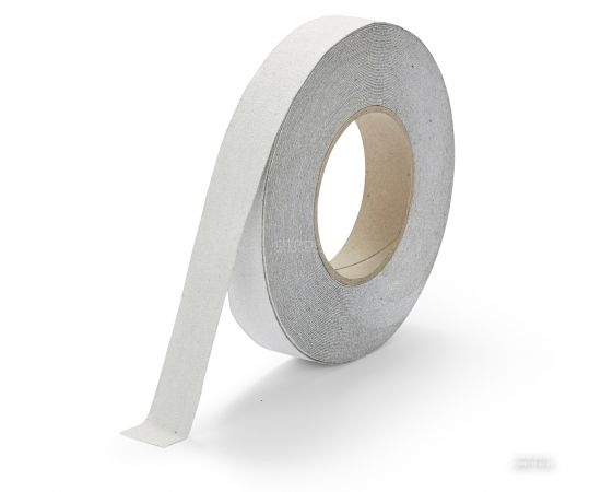 Белая противоскользящая абразивная лента шириной 2,5 см на ступени