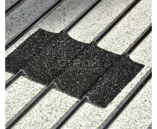 Черная формуемая противоскользящая лента на решетке