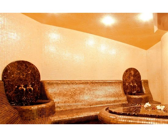 Мозаика Sajama коллекции Vulcano с перламутровой поверхностью для интерьера сауны.